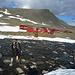 Der Turnschuh-Alpinist auf den letzten (nassen) Metern ins Basislager