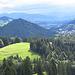 Blick auf Oberstaufen - im Dunst liegen die Schweizer Berge