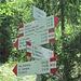 Wegweiser auf Alpe Miucca (Achtung: Die Wege sind nicht zwingend im Gelände auch markiert)