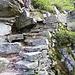 Steiler Abstieg nach Stuello und Bergnauri