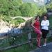 Daniela e Francesca davanti al Ponte  dei Salti di Lavertezzo.