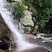 A quota 1500 metri circa si attraversa il torrente nei pressi di una magnifica cascata.