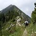 Proseguiamo sul fianco della cima delle Cicogne, al ritorneremo seguiremo tutta la cresta che si vede.