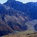 Gipfelblick Martegnas: Westwand des Piz Arblatsch mit Val Curtegns