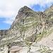 La parete S del Pizzo di Scinghign e, sulla destra, il canale che porta alla forcella quotata 2700 m