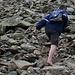 <b>Un escursionista sofferente per le bolle ai piedi prosegue sulle rocce a piedi nudi!!! </b>
