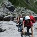 Grossandrang am Rigidalstock-Klettersteig. Hier heisst es warten und fotografieren.