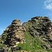Der Gipfel des Gulderstock sieht aus wie eine Beige schlampig aufgeschichtete Lasagne oder ein monumentales Steinmanndli. So eins hat's dann aber auch noch, ganz oben.