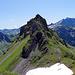 Was für eine Aussicht! Das rechts im Hintergrund müsste der Surenstock/Sardona sein. (?)