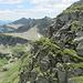 Sguardo a ritrovo sul sentierino, che poco prima dell'edificio sommitale, si snoda sull'esposto versante dell'Alpe di Rierna.