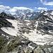 Am Pizzo Mondelli. In der Bildmitte der Monte Moro Pass. Dahinter die grosse Ostwand der Monte Rosa.