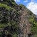 steile  Stellen sind  mit  Ketten gesichert