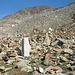 Da hatte jemand offensichtlich viel Zeit und hat vor der Kulisse der Kreuzspitze diverse Monolithen und Steinmänner aufgestellt.