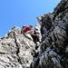 [u Jackthepot] beim Abstieg im Bereich des Geislinger Steigs (Jägersteig), der sehr abwechslungsreich durch wasserführende Rinnen, Schrofen und exponierte Pfade über dem Abgrund nach unten führt.