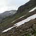 Ein Spazierweg hinauf zur Schwarzhornfurgga. Alle auf der Strecke noch zu überquerenden (kleinen) Schneefeldresten sind vollkommen unproblematisch.