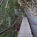 Mit dem Einbiegen ins steile Tal der Liènne beginnen auf dem aufgelassenen Bisse die felsigen Stellen