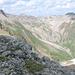 Ausblick gegen Monte Garone (links) unterwegs nach La Stretta. Der Piz Lavirun guckt hintr der Krete hervor.