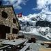 Die Cabane d´Arpitettaz. Eine klassische SAC Naturstein-Hütte. Auf der Terrasse hörte ich etwas von einer anstehenden Erweiterung der Hütte.