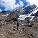 """Schön zu sehen, der Weiterweg bis zum Gletscher über den kleinen """"Pass"""" am Grat."""