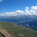 Im Aufstieg: Blick ins Engadin. Die leider mit vielen Bergbahnen ziemlich verschandelte Umgebung von St. Moritz.