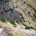 nach einer Felsstufe geht es in steilem Geröll vom Geißalphorn hinab