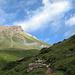 Abmarsch von La Veduta ins Val d'Agnel. Links der Piz Bardella.