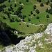 Tiefblick vom Ischpfad. Schon auf dem Zustieg zur Glecksteinhütte kann man bei einem Ausrutscher sehr weit abstürzen!