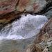 Birchbach zwischen den blanken Felsen