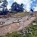 mittendrin kreuzt man die VTT-Downhill-Strecke Cry d'Er-Crans (Video [http://www.crans-montana.ch/ete/fr/activites/vtt siehe hier])