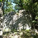 Im Bereich von Le Casci ist nicht nur der ganze, heute bewaldete Abhang kunstvoll terrassiert, sondern es zeugen auch Ruinen von der einstigen Besiedlung.