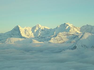 Eiger, Mönch und Jungfrau...vorne Sulegg, Morgenberghorn, Schwalmere und Niesen