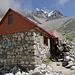 Schutzhütte auf 3100m, der Weg folgt weiter dem Tal aufwärts.