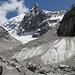 Gletscher oberhalb des Biwakplatzes mit einem Vorgipfel am Pik Dumala (4600m)