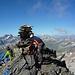 Gipfelidylle beim Steinmann des Piz Vadret