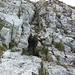 Abstieg vom Vorgipfel von unten betrachtet (Drahtseil v.a. beim Abstieg hilfreich).