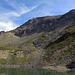 Der zweite kleine See bei P. 2540. Im Hintergrund türmt sich auf, was nachher Piz Agnel und Tschima da Flix ist.