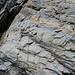 Oberer Übergang Fels/Eis. Steht man mit dem rechten Fuß auf den verkeilten Felsblock rechts unten im Bild kann man sich dann an der Kette hinüber und hinauf arbeiten. Höhendifferenz unteres Ende /erste Auflagepunkt der Kette am Fels: grob 6m