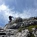 Ein paar letzte steile Felsen sind zu überklettern ... dann erfolgt der Ausstieg auf die flachere Schulter.