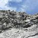 Im letztes senkrechten Felswandl des Klettersteiges - hinauf zum Grat.