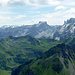 Die Gipfelschau beginnt im Südosten. Drusenfluh/ 3Türme und Sulzflue bilden den  wuchtigen Blickfang. links daneben die Silvrettösen Gletscherberge.
