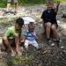 Yeahhh ... Steine in Wasser schmeissen macht mega Spass!