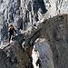 [u Alpinos]F bei der Querung durch die Scharte zum Firnaufschwung.