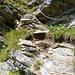 Heikle Stellen sind kettengesichert - am Aufstieg auf den Sattel im Grat des Corona di Redorta