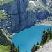 Oeschinensee et Fründenschnür (sentier en-dessus du lac dans la fente entre les deux parties de la falaise - très recommandable si on n'a pas le vertige!)