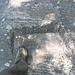 sentiero del versante destro della Valle del Salto. Tacche scavate; scusate il mio piede, ma serve per far capire quanto è grande questa tacca...