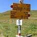 Tugma Parkplatz 2340mt. Prosegendo si scende agli alpeggi Curtginatsch e Nurdagn, a destra (per prato) si sale al passo Carnusapass, ed al Piz Beverin