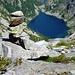 Viele Steinmänner weisen den Weg hoch über dem Lago di Tome auf etwa 2200m