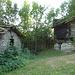Bei Niwärch, Hütten am verfallen