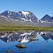 In einem kleinen See vor dem Reaiddajavri spiegelt sich der Sielmacohkka