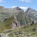 Cima 2132 m : il falso Pizzo Pecora. Dietro Pulpito e Castello